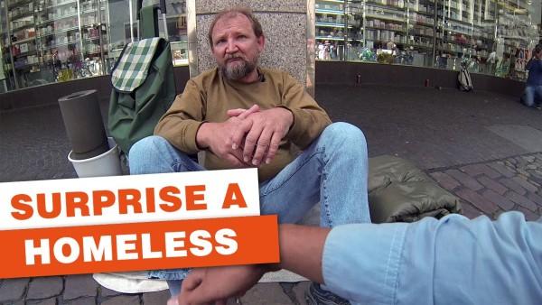 Studenten überraschen Obdachlosen