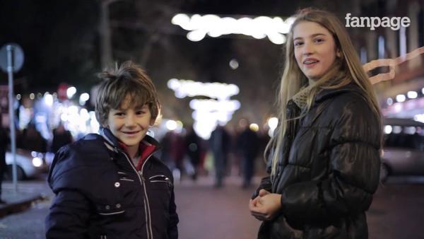 Sie sind erst 7 und 11 Jahre alt und sollen ein Mädchen schlagen. Dieses Video geht um die Welt.