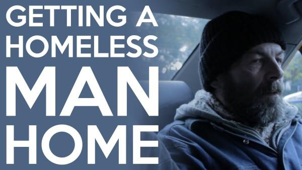 Er wirkt wie ein normaler Obdachloser. Doch seine wahre Geschichte wird dich tief bewegen.