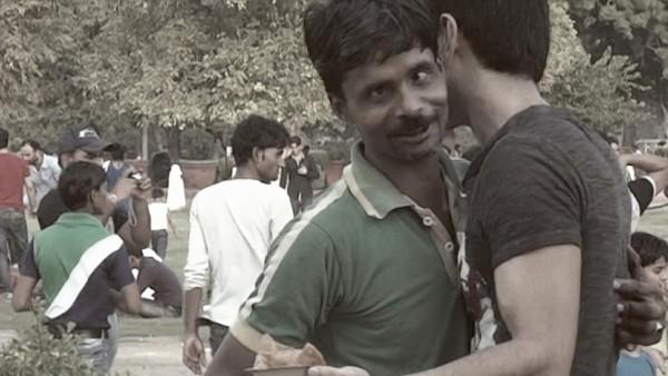 Dieser Mann schenken einem Armen 15 Euro. Aber der Arme beschwert sich sofort. Der Grund? Wahre Nächstenliebe.