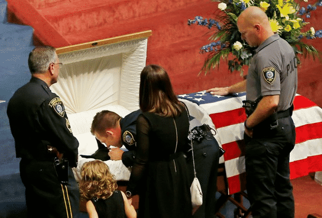 When_This_Hero_Was_Laid_To_Rest_He_Was_Truly_Honored…_And_He's_A_Dog.3