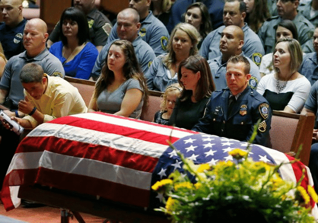 When_This_Hero_Was_Laid_To_Rest_He_Was_Truly_Honored…_And_He's_A_Dog.
