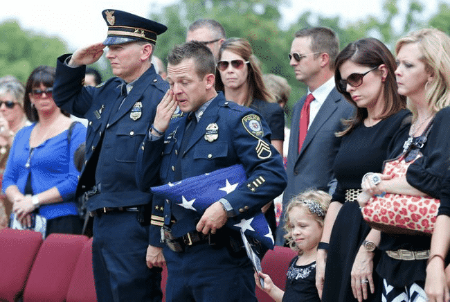 When_This_Hero_Was_Laid_To_Rest_He_Was_Truly_Honored…_And_He's_A_Dog.6