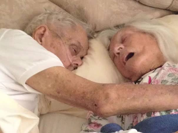 After_75_Years_Of_Marriage_This_Couple_Died_In_Each_Others'_Arms_Hours_Apart