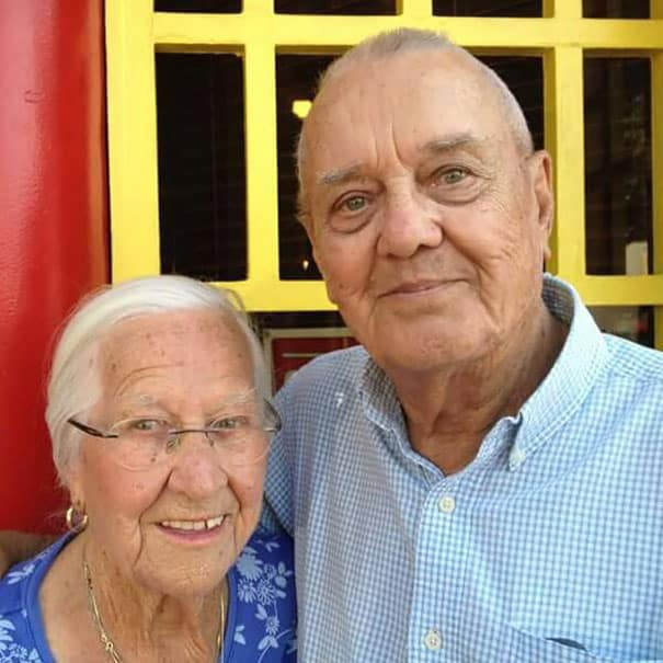 After_75_Years_Of_Marriage_This_Couple_Died_In_Each_Others'_Arms_Hours_Apart1