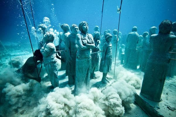 12_Totally_Bizarre_Things_You_Wouldnt_Expect_To_Find_Under_Water1
