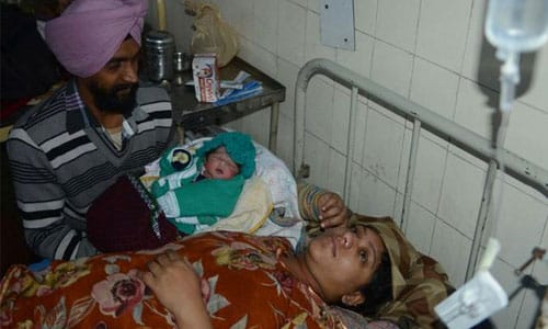 INDIA_BABY_BORN_WITH_SEVEN_TESTICLES_CELEBRATED_AS_LIVING_GOD2
