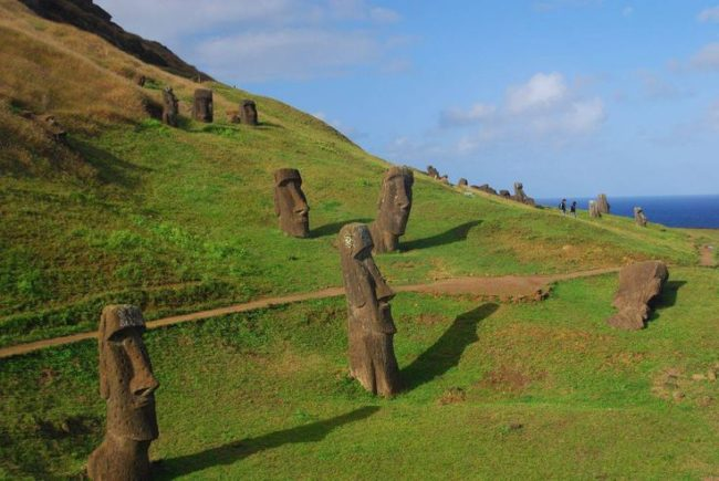 AD-Easter-Island-Statue-Bodies-1A
