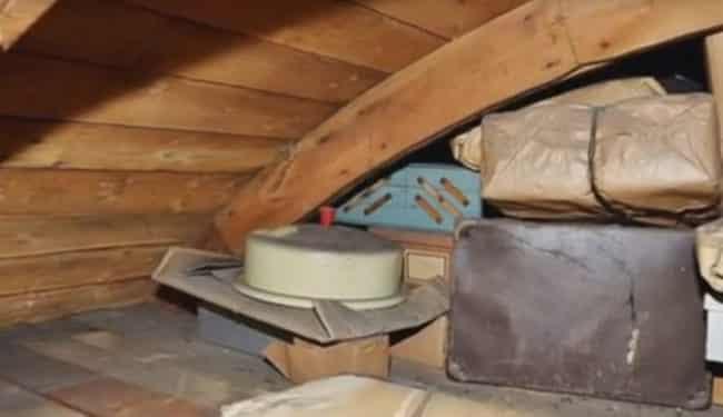 er findet einen seltsamen faden auf seinem dachboden als er ihn zieht das ist unglaublich. Black Bedroom Furniture Sets. Home Design Ideas
