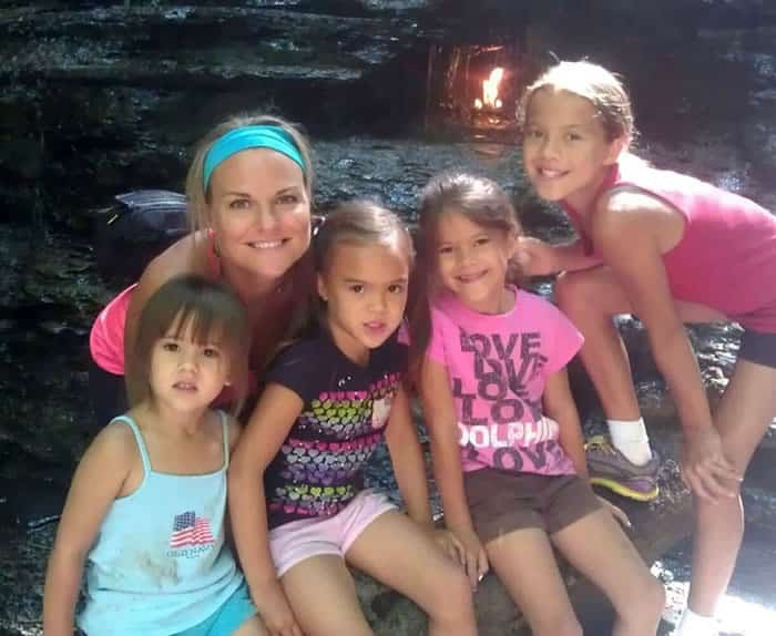 Mom_Adopts_All_4_Of_Her_Best_Friend's_Daughters_After_She_Died_Of_Brain_Cancer1