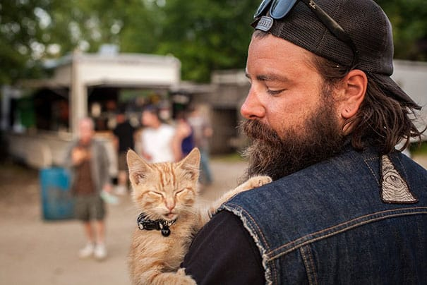 Biker_Saves_Badly_Burned_Kitten_Continues_Cross-Country_Trip_With_Him