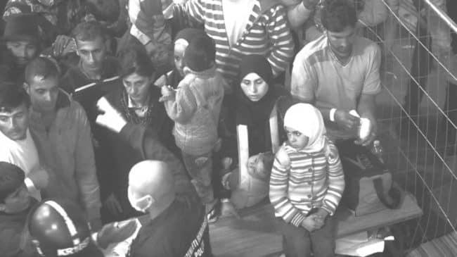 Schockierendes Video aus dem Flüchtlingslager Röszke aufgetaucht.