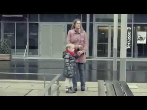 """Diese Mutter ist mit ihrer Tochter unterwegs als ihr ein """"merkwürdiger"""" Mann auffällt. Was verbirgt sich in seiner riesigen Tasche?"""