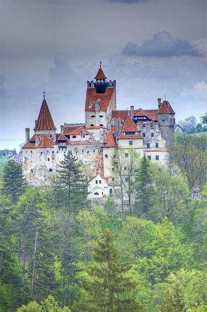 Do_you_know_Dracula_Castle_one_of_the_most_mysterious_place_in_the_world_