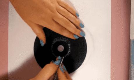 male eine cd komplett schwarz an ist die farbe trocken musst du mit dem schraubenzieher. Black Bedroom Furniture Sets. Home Design Ideas
